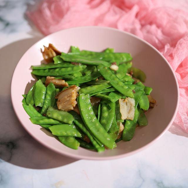 五花肉炒荷兰豆,清脆可口,方便快手菜