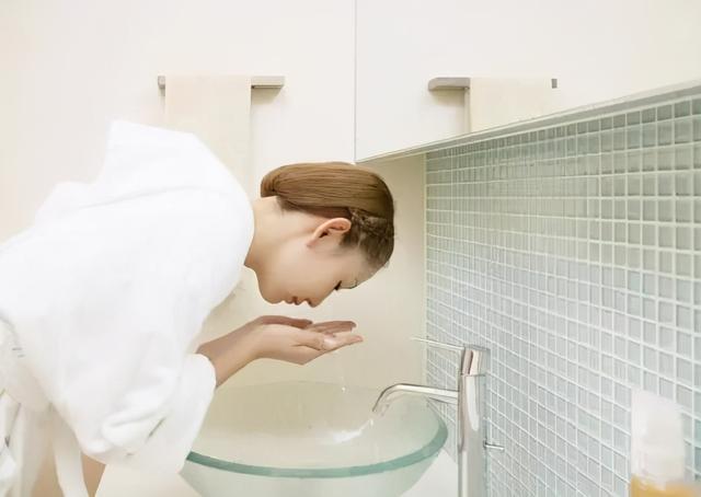 怎么洗脸才能洗干净毛孔不堵?