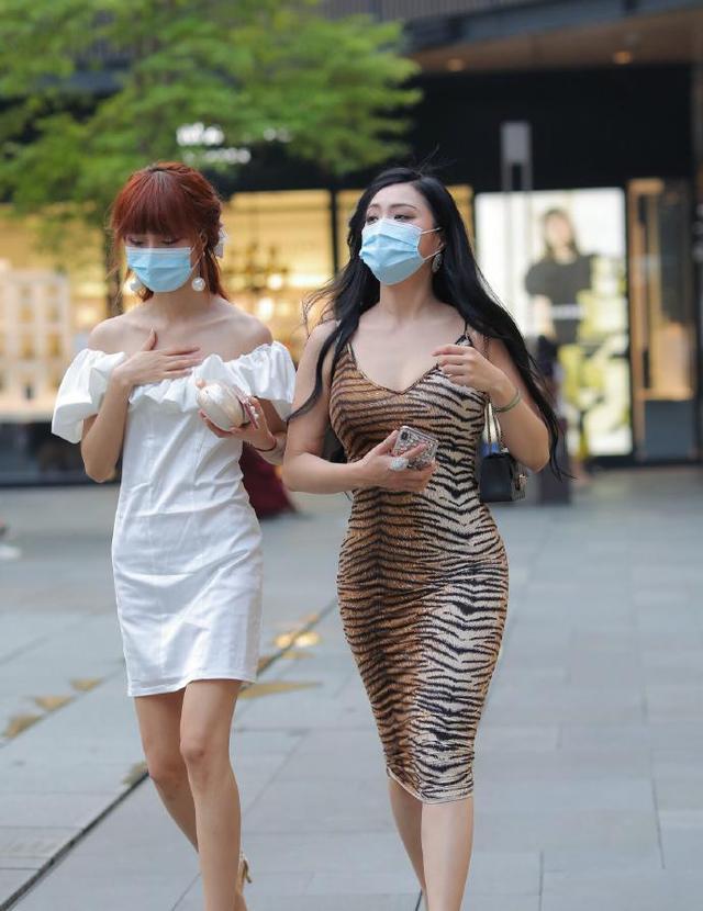 微胖女生的虎皮裙,既显身材又有气质,一般女孩子都难驾驭